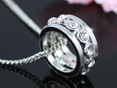 """Ring Shape Necklace with Swarovski Crystals """"Lia"""""""